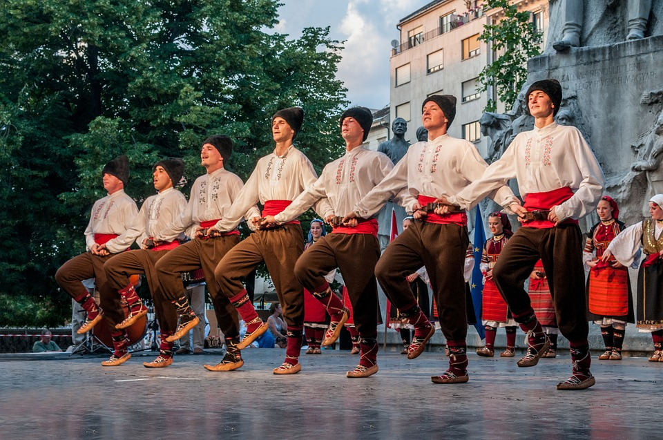 dancers-545315_960_720